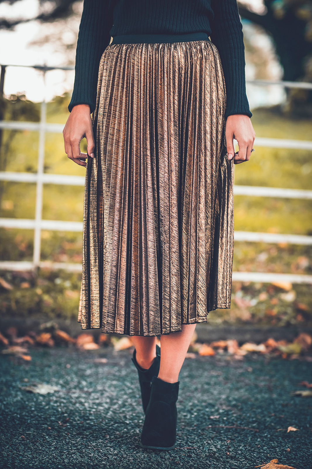 How To Wear A Metallic Pleated Skirt Quayside Shopping